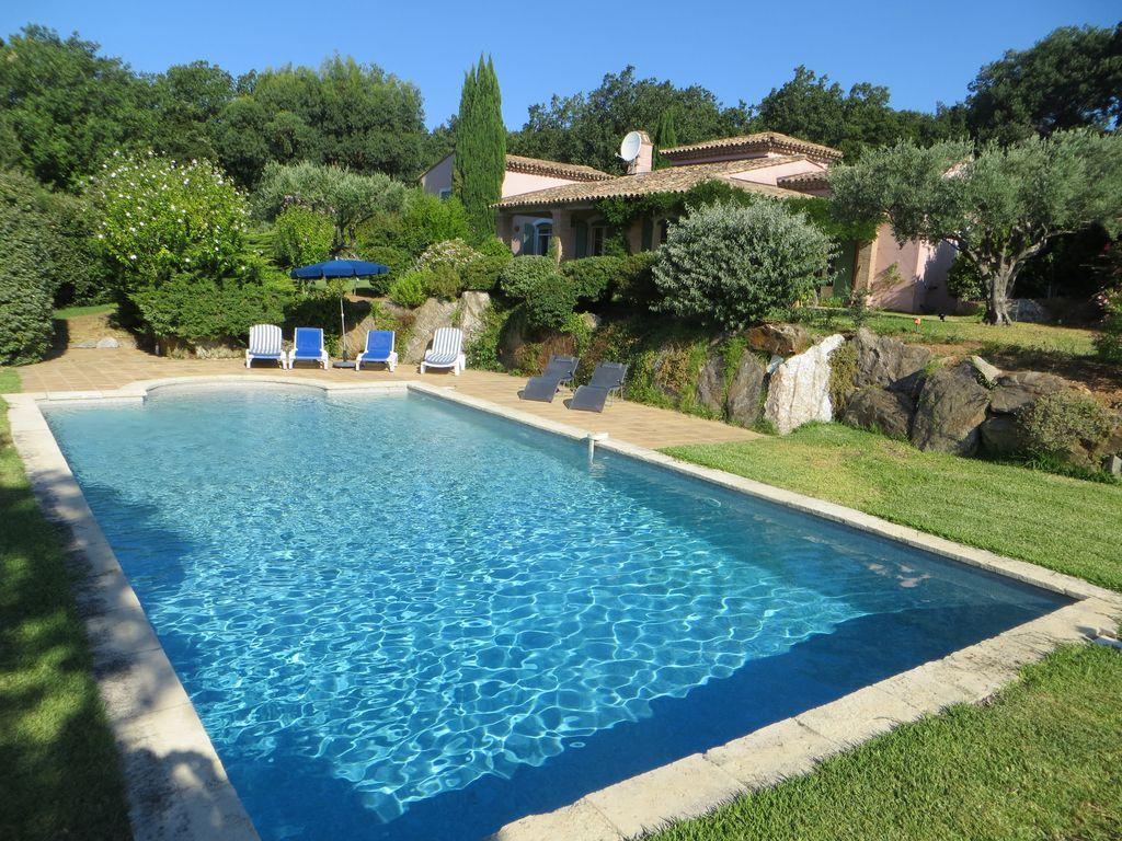 Bellas villa orientada al sur. Vistas espectaculares. Gran piscina.