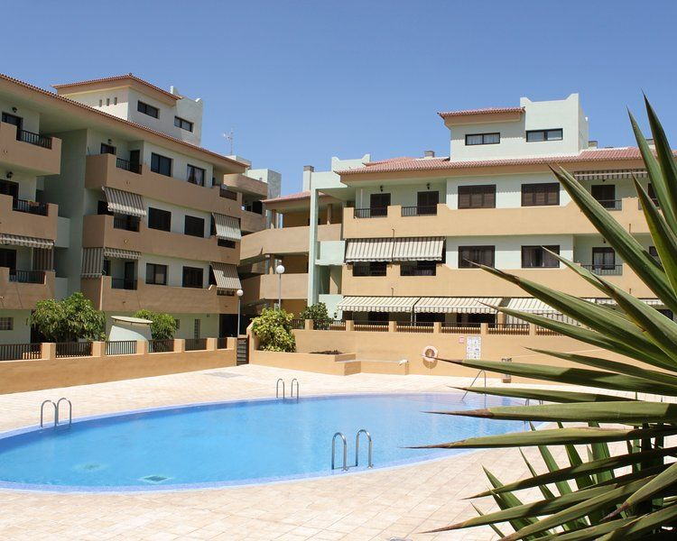 Con vistas vivienda con piscina