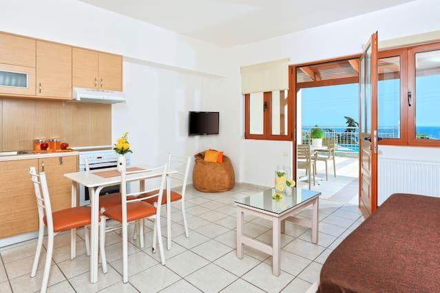 Stylish suite with pool in Agia Pelagia Crete