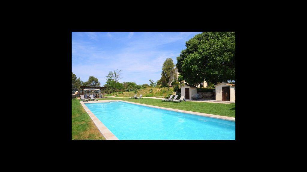 Piso con piscina para 4 huéspedes