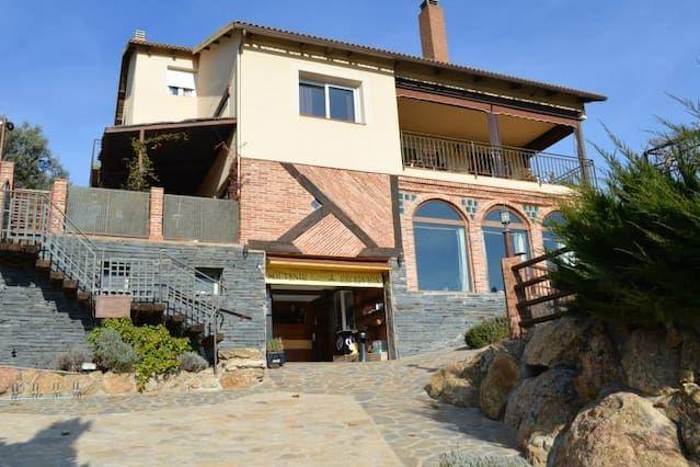 Bonita Casa con Terraza y Piscina