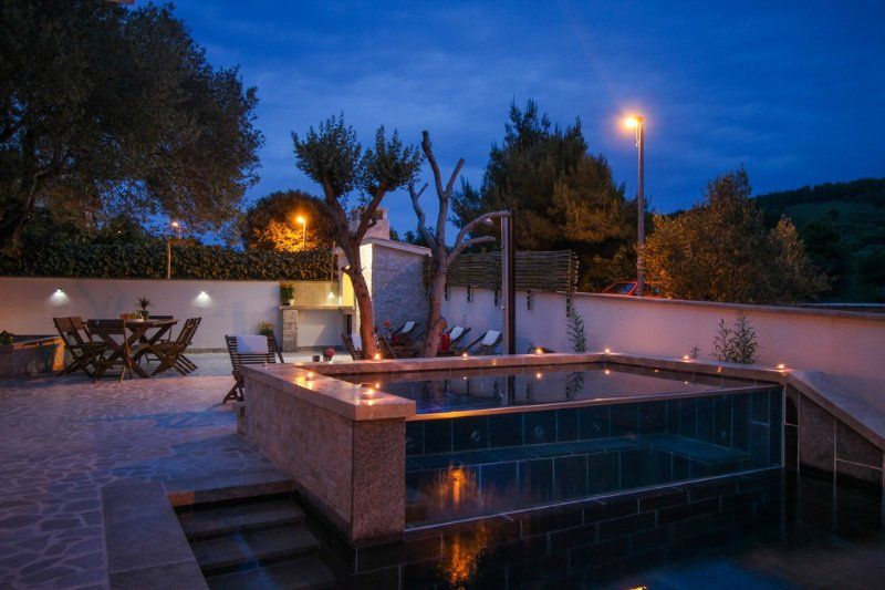Holiday house with swimming pool and jacuzzi
