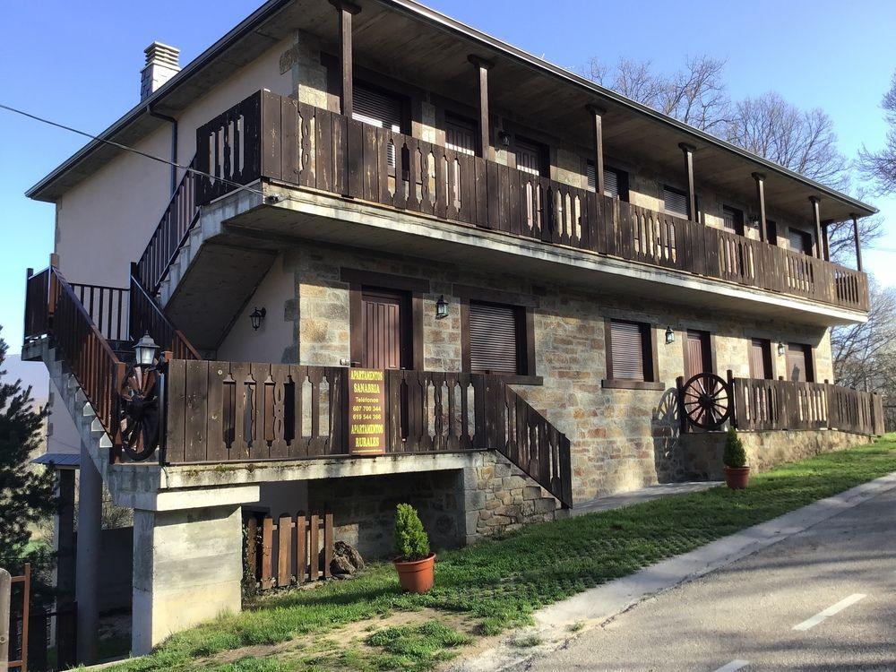 Alojamiento con balcón en Galende