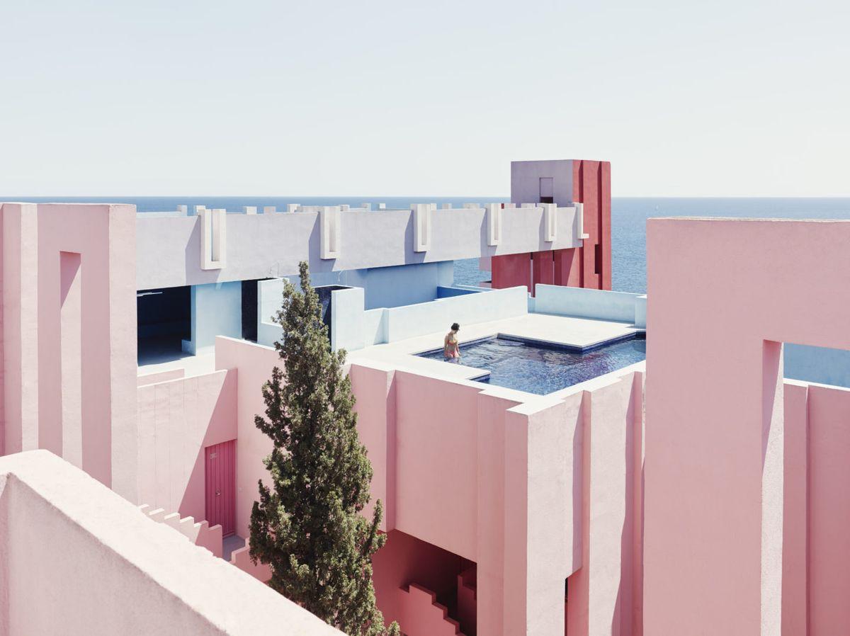Muralla Roja, una casa increíble en primera línea