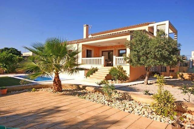 Lujosa villa con piscina, sala de fitness y cocina exterior