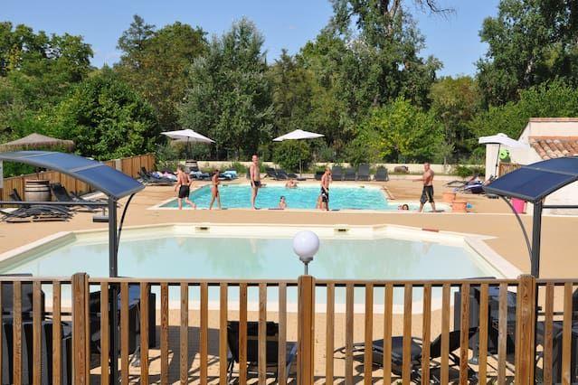 Residencia con piscina