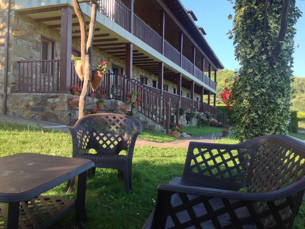 Alojamiento en Villar de otero- vega de espinareda con jardín