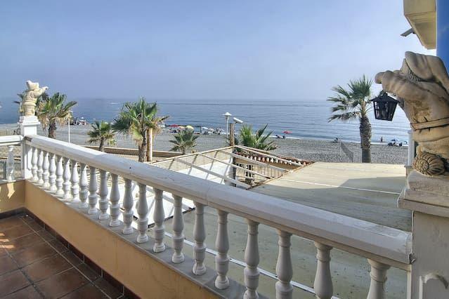 Residencia con piscina en Adra