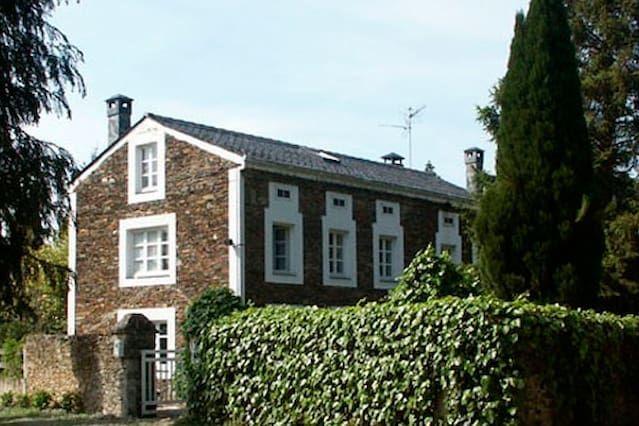 Casa en Castropol con jardín