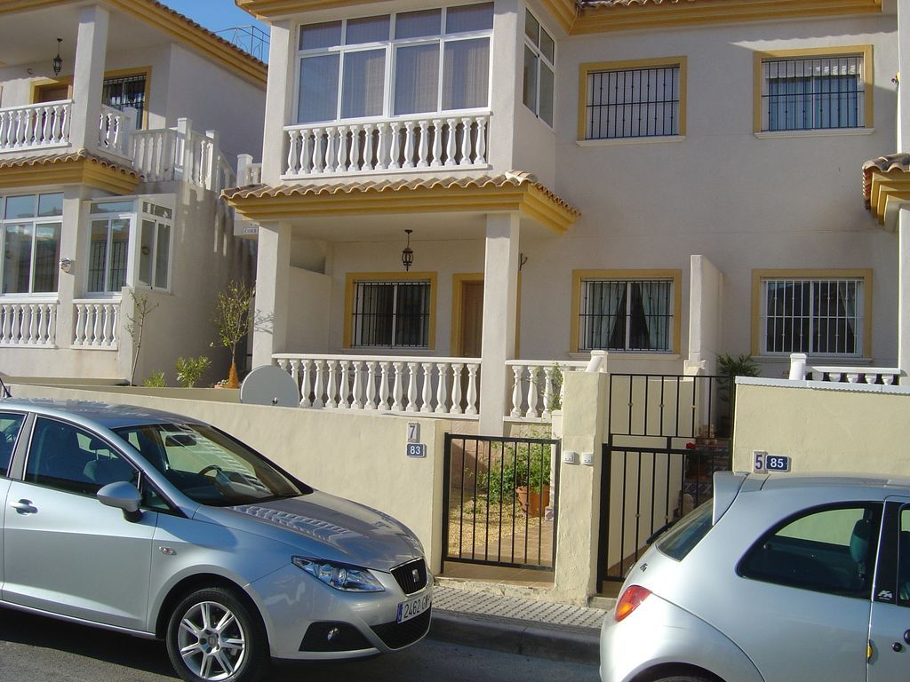 Holiday rental with 2 rooms and swimming pool