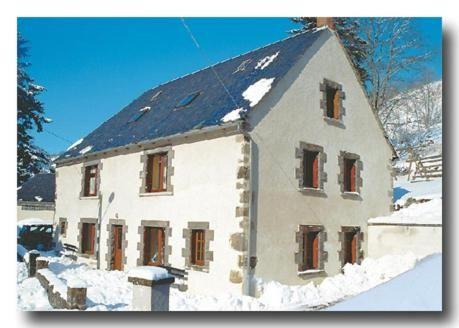 Appartement à Besse-et-saint-anastaise avec 4 chambres
