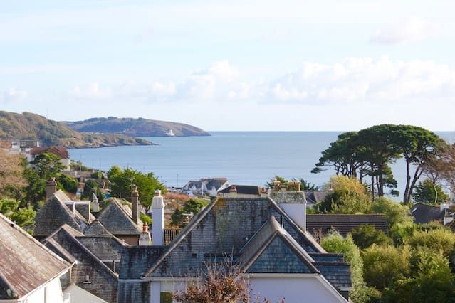Family friendly apartment just 5 minutes walk from Gyllynvase & Swanpool beaches