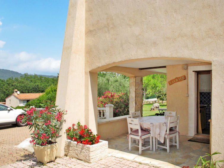 Alojamiento en Saint-cezaire-sur-siagne de 2 habitaciones