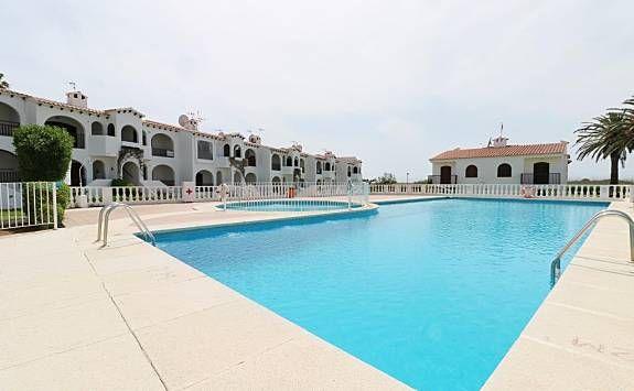 Logement de 2 chambres avec piscine