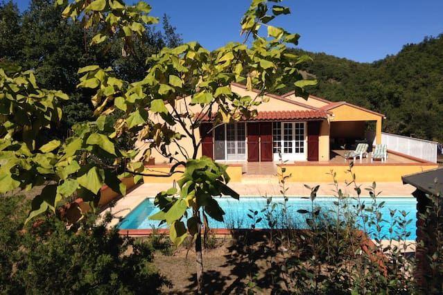 Villa Clara, Pool, Wifi and Garden!