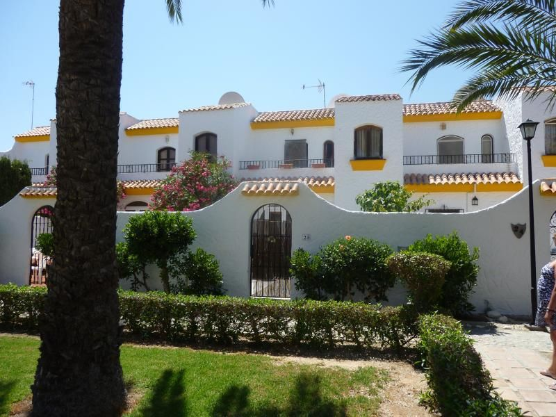 Town House with Wifi, a/c golf beach large pool