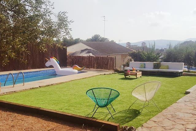 Residencia equipada con jardín