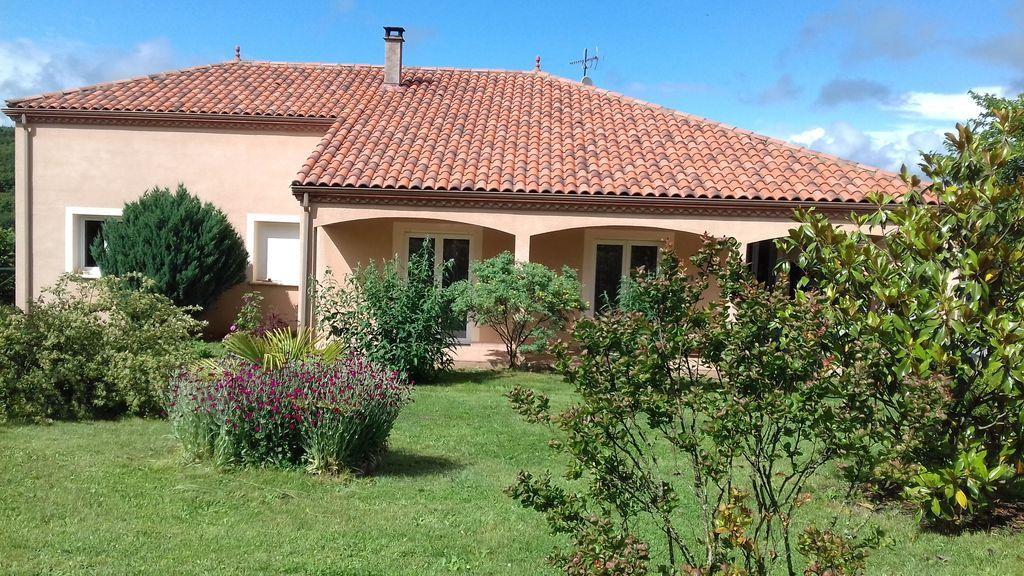 Casa con jardín para 6 huéspedes