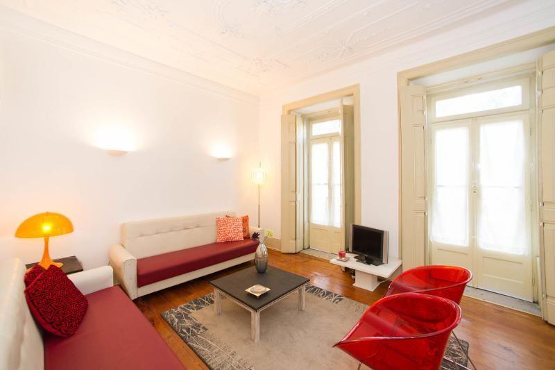 lisbon cozy flat for 6-8 pax