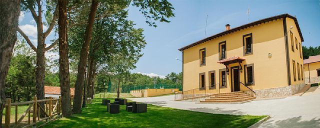 Casa con jardín en Hontoria del pinar