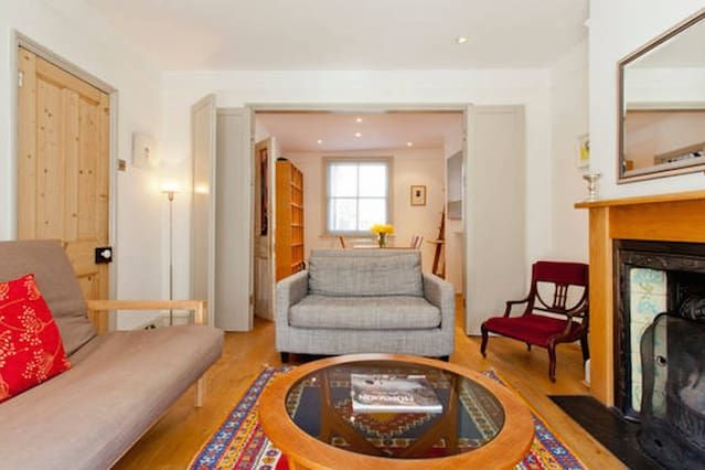 Comfortable 2 Bedroom cottage in the city centre with outside courtyard.