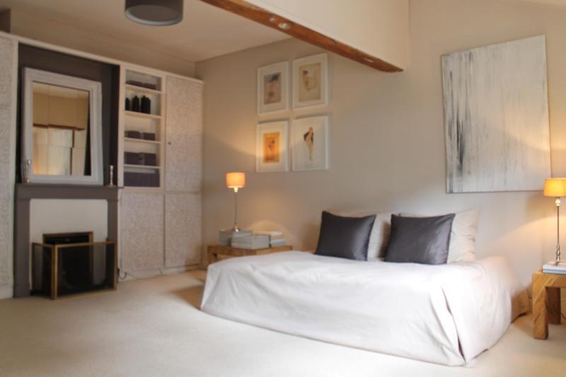 Charming apartment near Les Invalides in Paris.