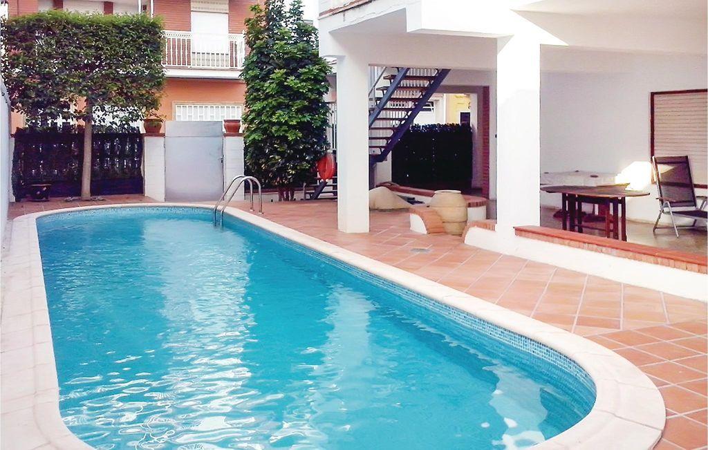 Equipada residencia con piscina