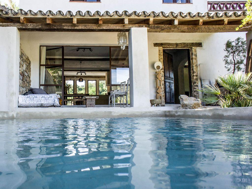 Spectulair situado muy bonito chalet en Ronda. Vistas, piscina de relajación, la naturaleza