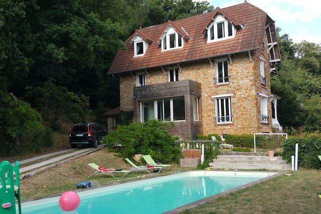Casa francesa tradicional con piscina, 30 'de París, el RER tren 1' por el fútbol