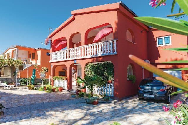 Alojamiento en Vir con parking incluído