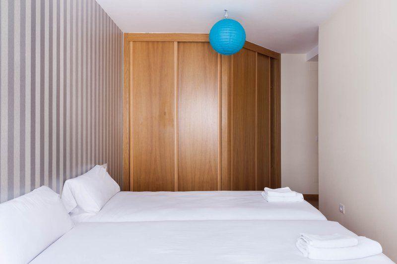 Apartamento nuevo equipado con 8 comodas camas a 1500 metros de la catedral.