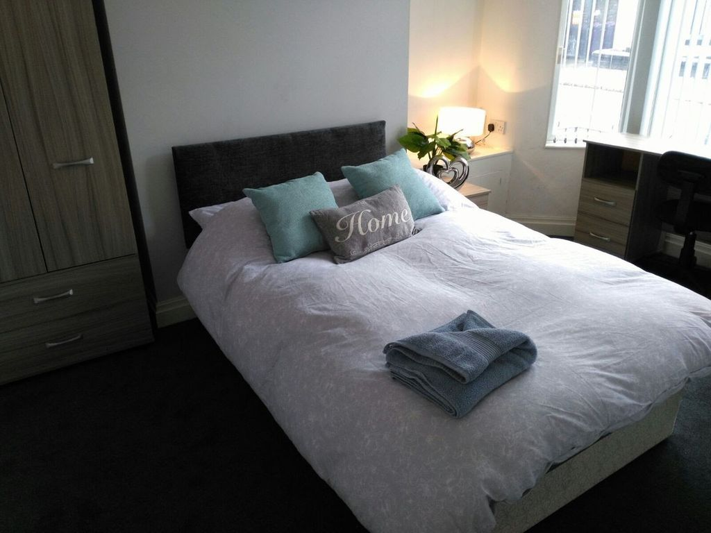 Tourist Apartment with  Parking in Liverpool
