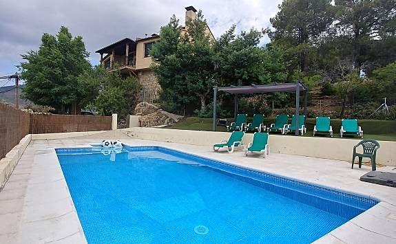 Equipada casa con piscina