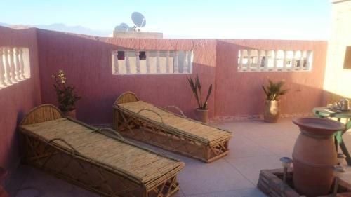 Popular vivienda con balcón