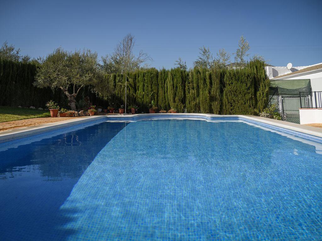Vivienda con piscina de 230 m²