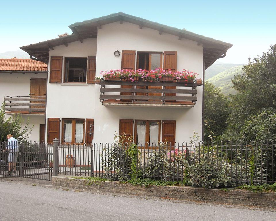 Casa vacacional en las montañas, con terraza y jardín