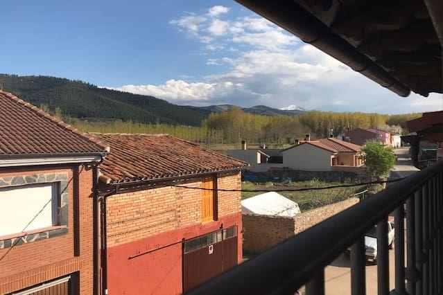 Alojamiento con balcón en Santurde