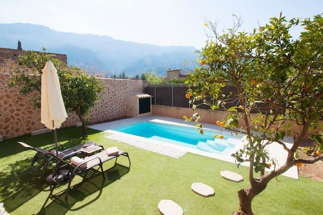 Equipped holiday rental with swimming pool
