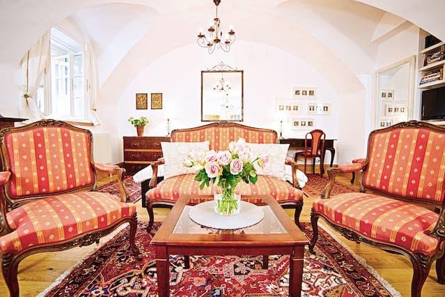 (1) Romantisch Studio-Apartment im Herzen der historischen Altstadt Salzburg