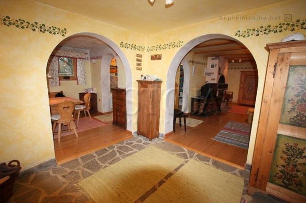 Casa de la cabaña del cuento de hadas en un estilo tradicional eslovena con WI FI