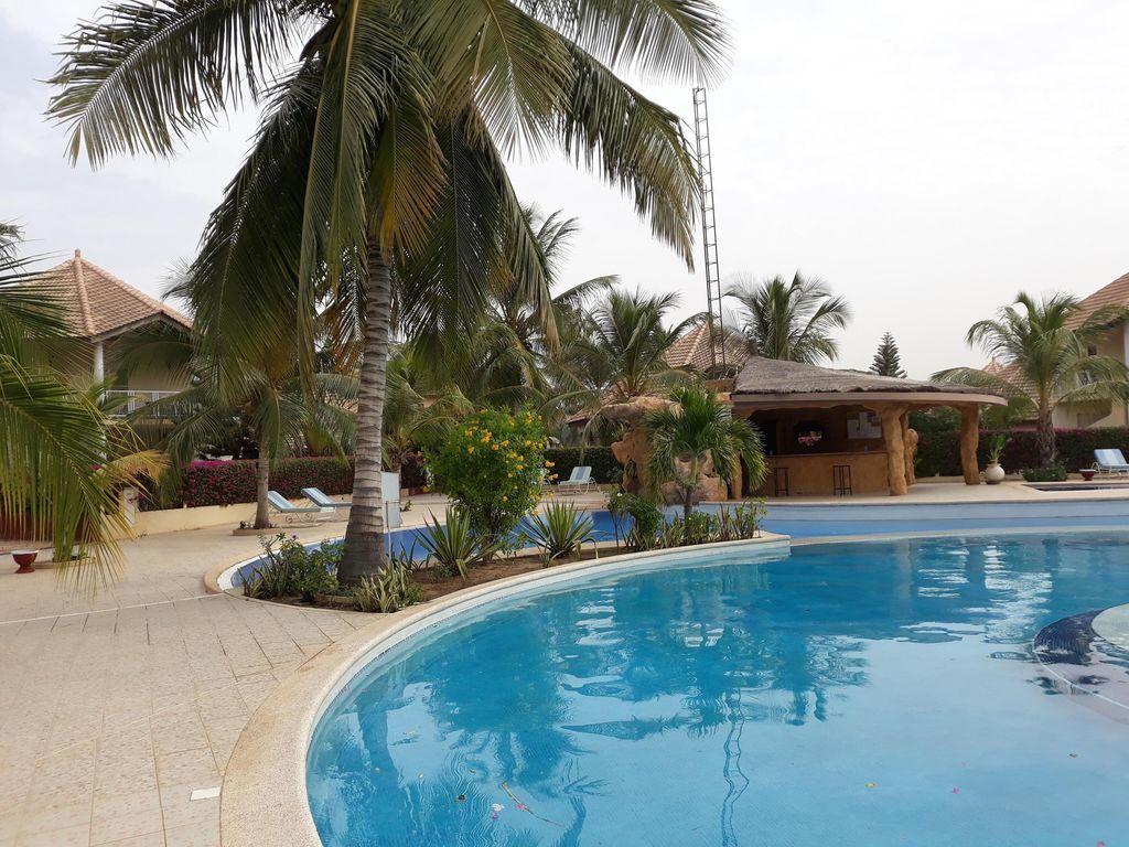 Vivienda con piscina en Saly