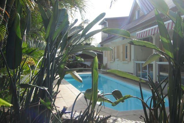 Apartamento de lujo con piscina cerca de acceso a la playa