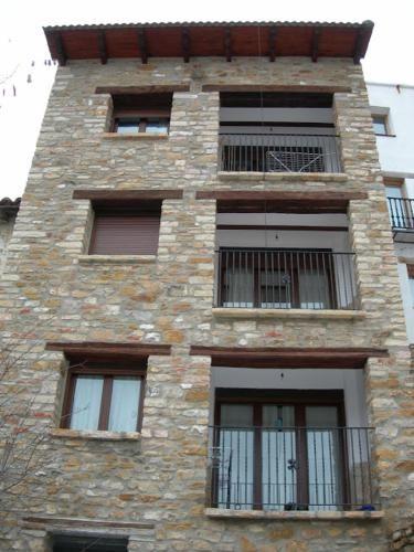 Provisto apartamento con balcón