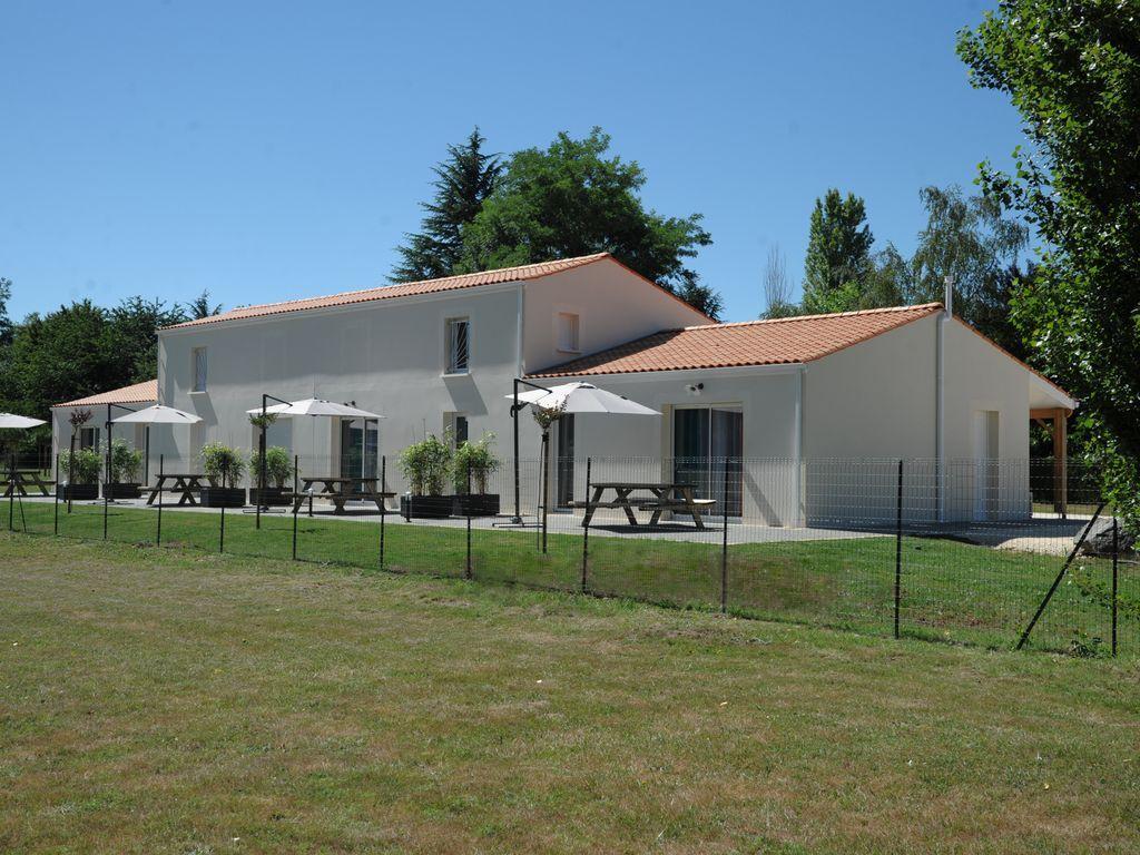 Alojamiento de 2 habitaciones en Saintes