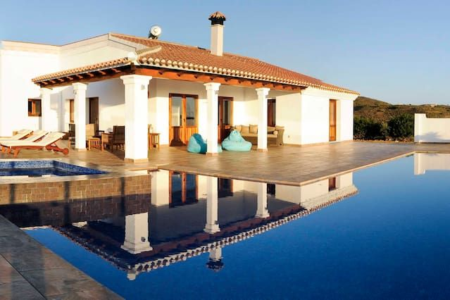 Large rural hilltop villa with infinity pool