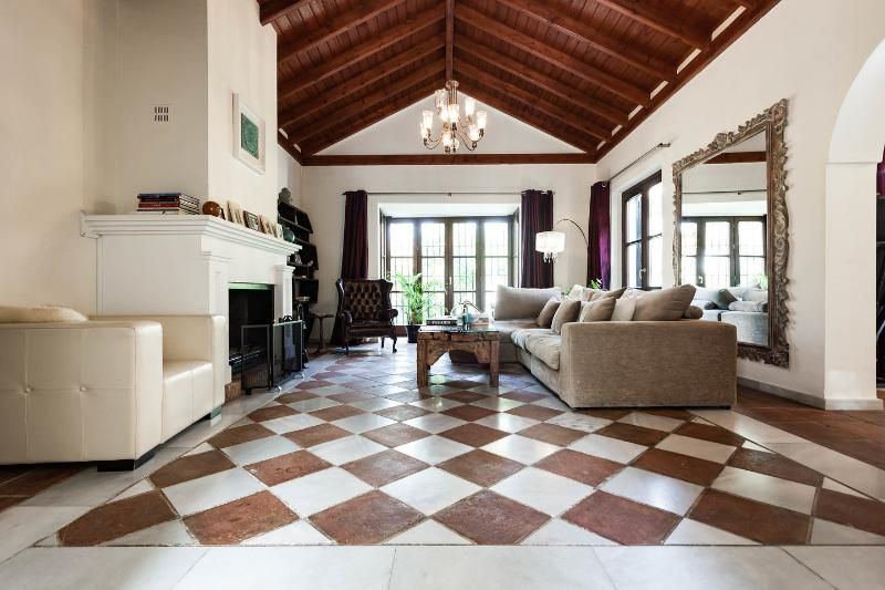 Holiday villa with pool table + two swimming pools
