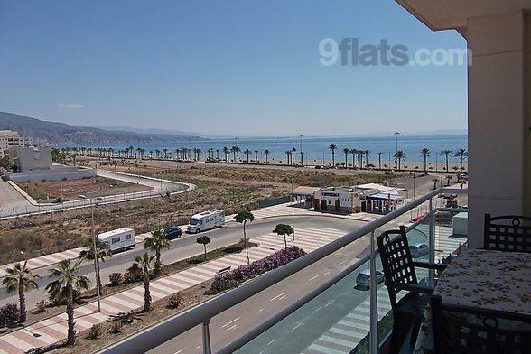 Apartamento en Roquetas de mar con Cuna y Cocina