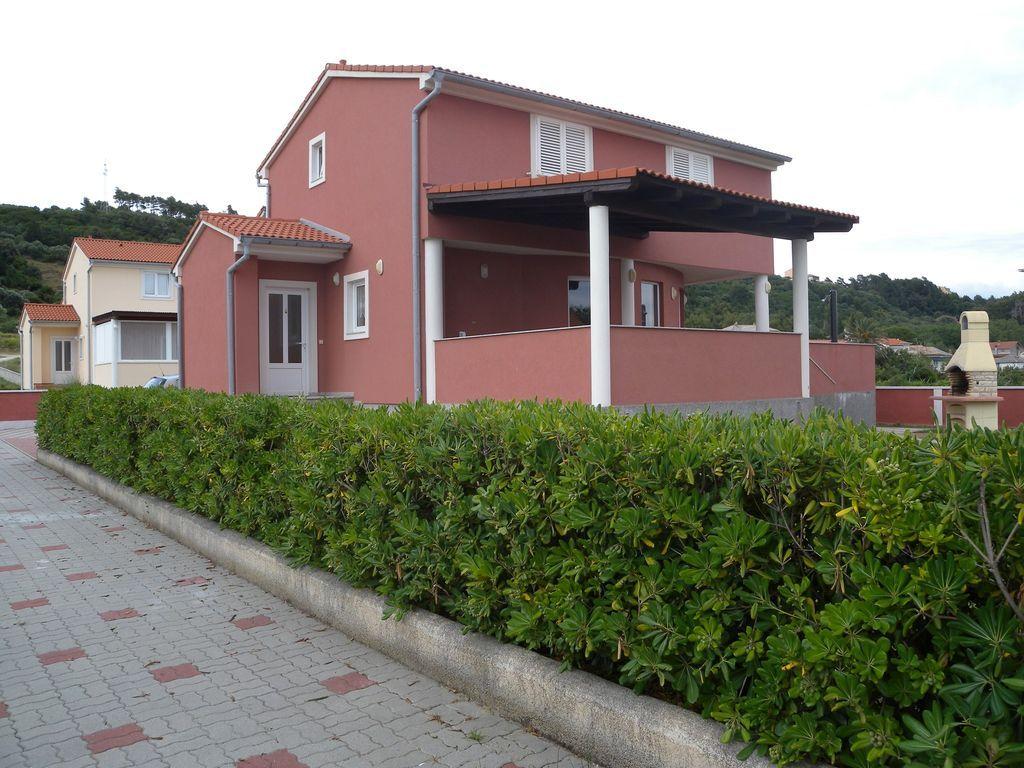 Casa vacacional con terraza y posibilidad de hacer una barbacoa