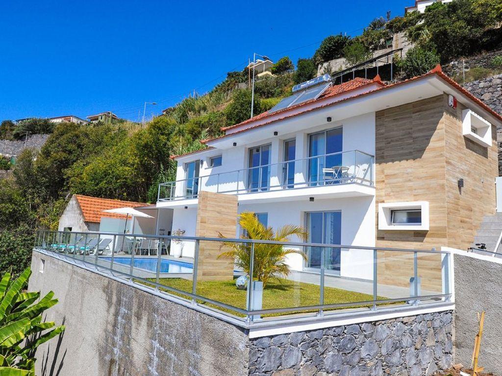Con todo lo necesario residencia con balcón