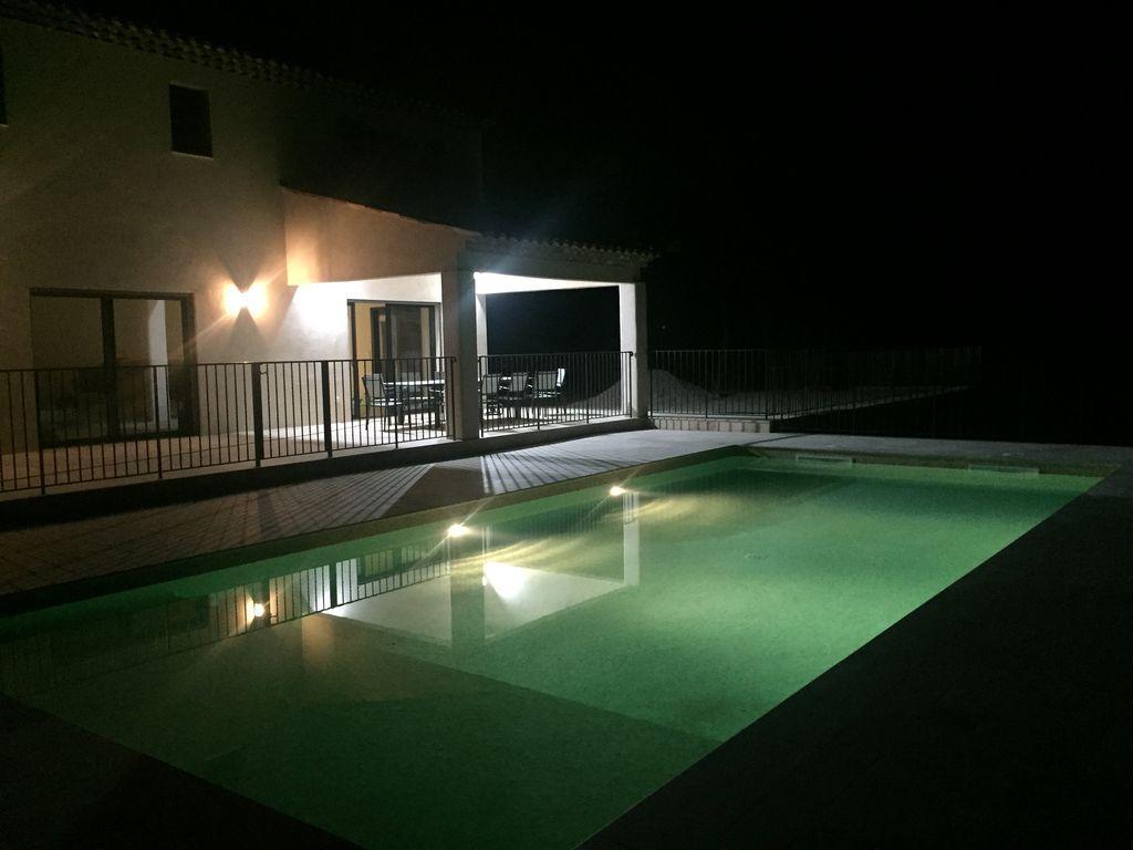 Con todo lo necesario alojamiento con piscina